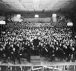 philadelphia_orchestra_at_american_premiere_of_mahlers_8th_symphony_1916